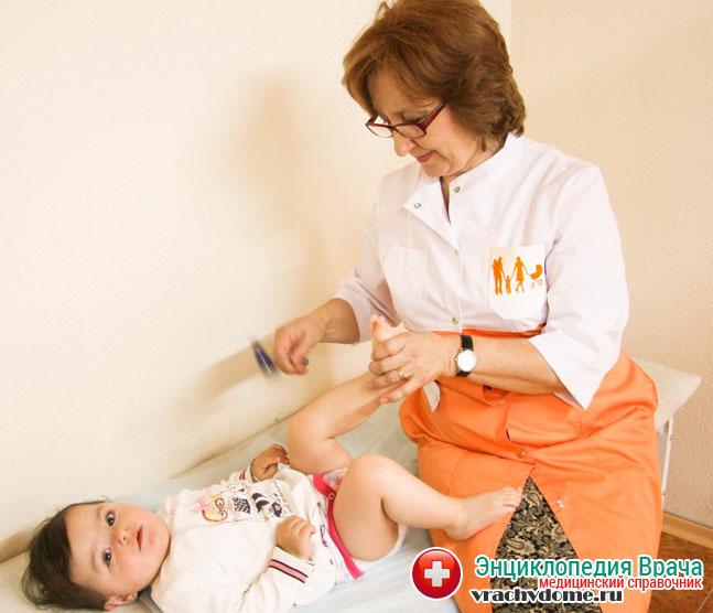 Болезнь проще выявить и лечить в незапущенном состоянии – у детей, поэтому с самого рождения малыш должен регулярно осматриваться врачом ортопедом