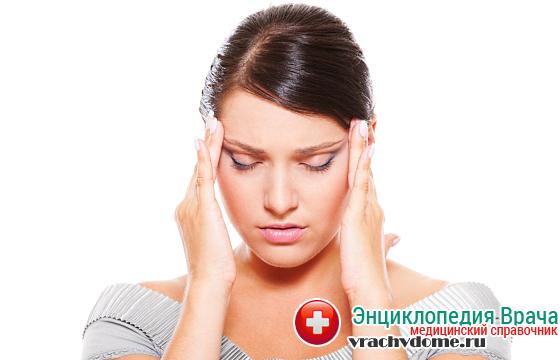 Сильная головная боль - один из признаков болезни