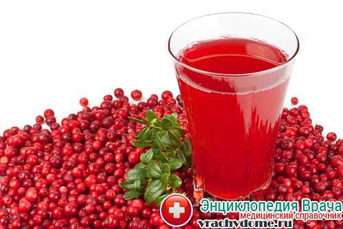 Брусничный сок отлично справляется с интоксикацией при болезни