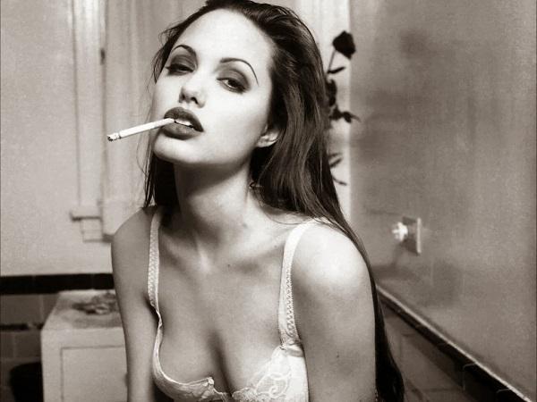 Также одной из причин рака груди является курение