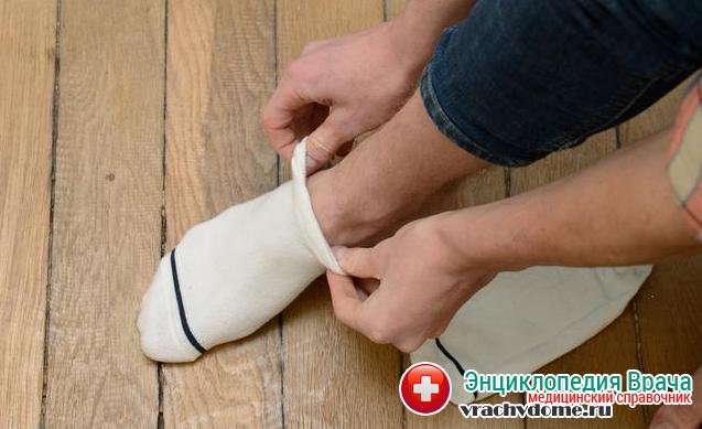 Для профилактики болезни необходимо носить одежду и обувь из натуральных тканей