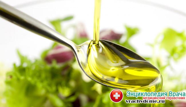 Оливковым и льняным маслом предпочтительно заправлять салаты или пить по 0,5 ч. ложки перед едой