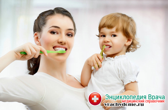 Для профилактики заболеваний десен у детей необходимо обучать их правильной чистке зубов