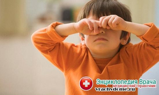 Запретите ребенку тереть глаза