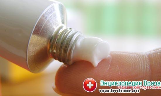 При лечении используются антибактериальные мази