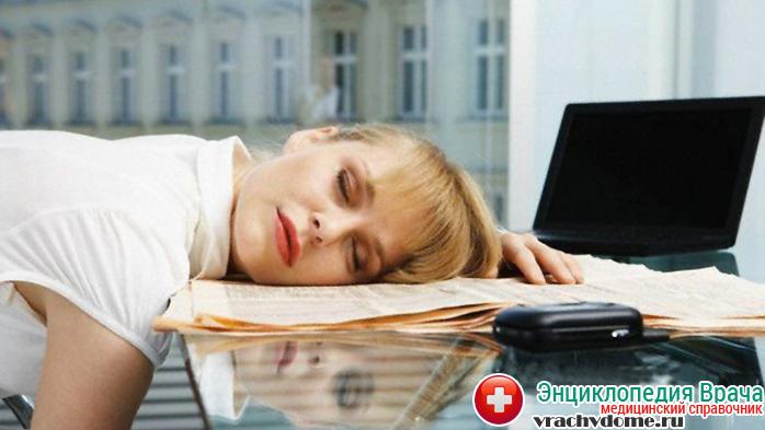 Постоянная усталость и слабость - признаки почечной недостаточности