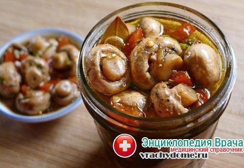 Ботулизм чаще всего встречается в консервированных домашних грибах