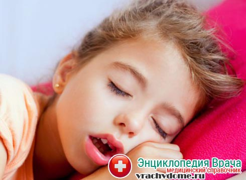 Ребенок дышит ртом при воспаленных аденоидах