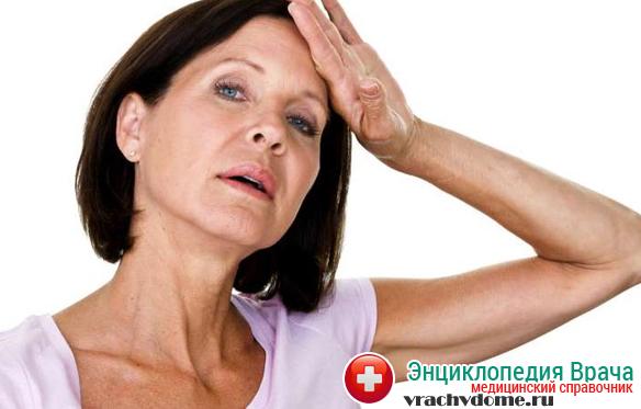 Женщина может часто чувствовать резкие приливы крови к лицу и телу это один из признаков менопаузы