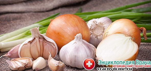 При трихомониазе стоит употреблять лук и чеснок в пищу как можно чаще