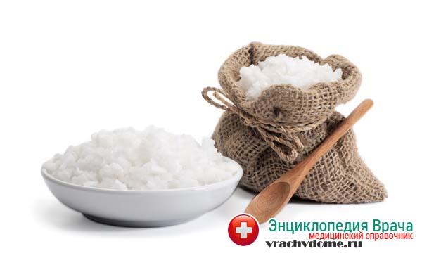 Часто с радикулитом борются при помощи обычной поваренной соли