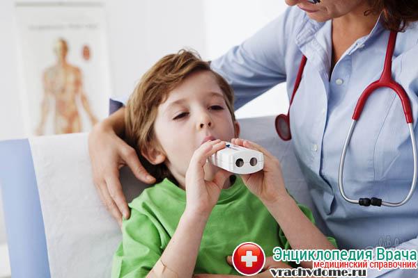 Помощь врача при приступе астмы