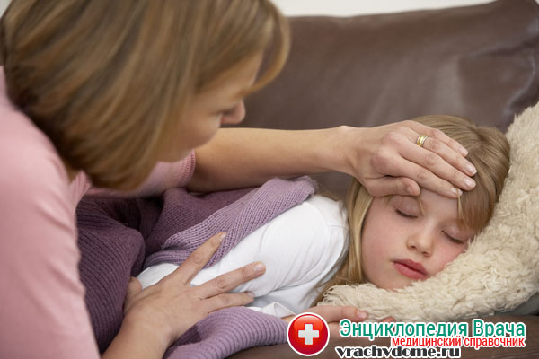 Острое течение заболевания сопровождается жаром, а также сильным обезвоживанием организма